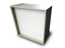 Camfili Mega-Flo Filter MF..13/14 on kasutusel lõplikuks filtratsiooniks farmaatsia-, meditsiini- ja teadusasutustes ja elimineerib õhust efektiivselt tahked osakesed (H13/H14 EN1822 järgi). Ideaalne kasutamiseks suurenenud õhuvooluga ja madalat takistust nõudvates süsteemides.